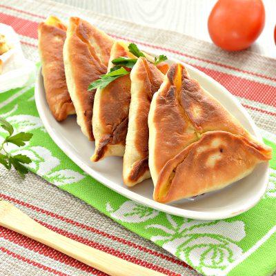 Пирожки с капустой и курицей - рецепт с фото
