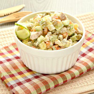 Оливье с курицей и свежим огурцом - рецепт с фото