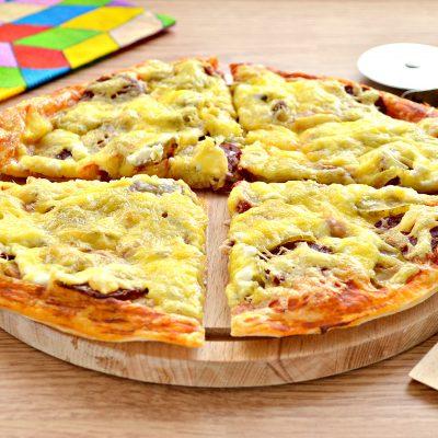 Пицца с курицей и колбасой - рецепт с фото