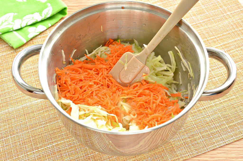 Фото рецепта - Начинка для пирожков с капустой и яйцами - шаг 2