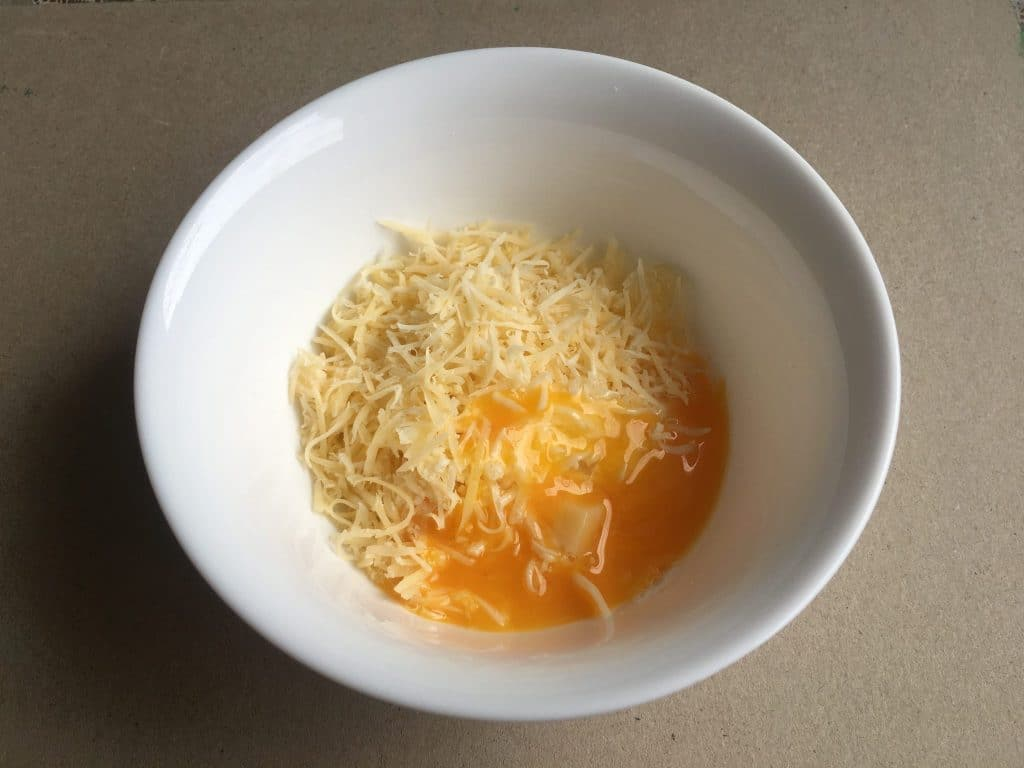 Фото рецепта - Куриный суп с фрикадельками и сырными клецками - шаг 3