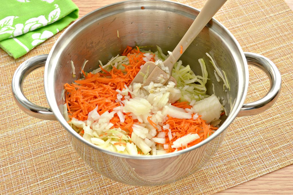 Фото рецепта - Начинка для пирожков с капустой и яйцами - шаг 3