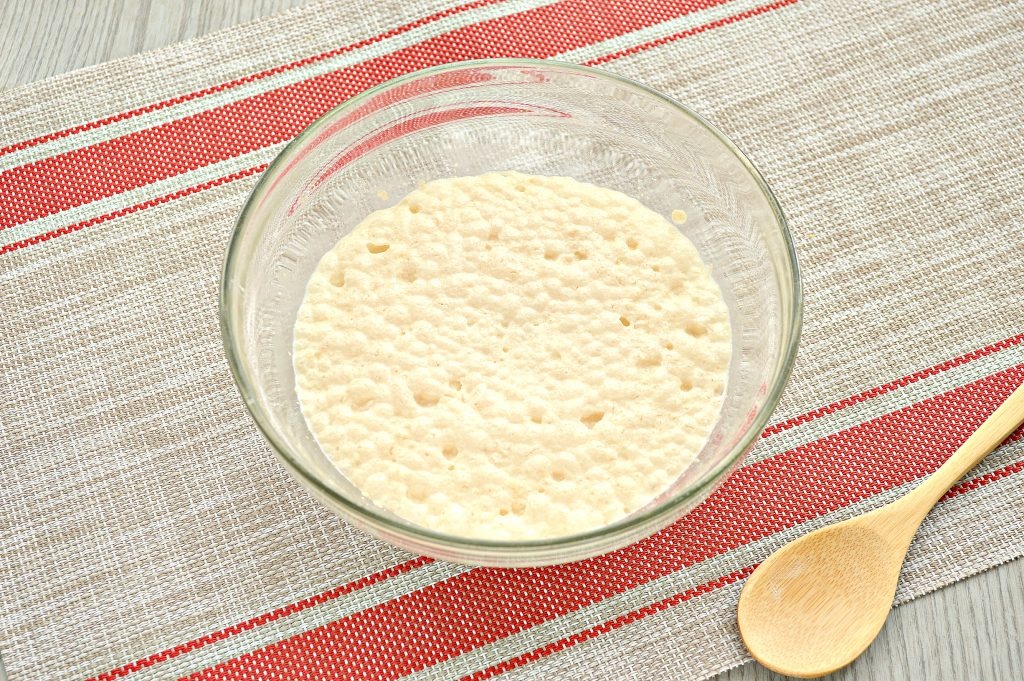Фото рецепта - Тесто как пух на молоке и дрожжах - шаг 3