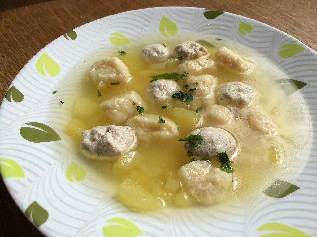 Фото рецепта - Куриный суп с фрикадельками и сырными клецками - шаг 9