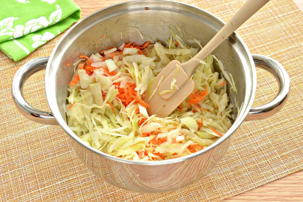 Фото рецепта - Начинка для пирожков с капустой и яйцами - шаг 4