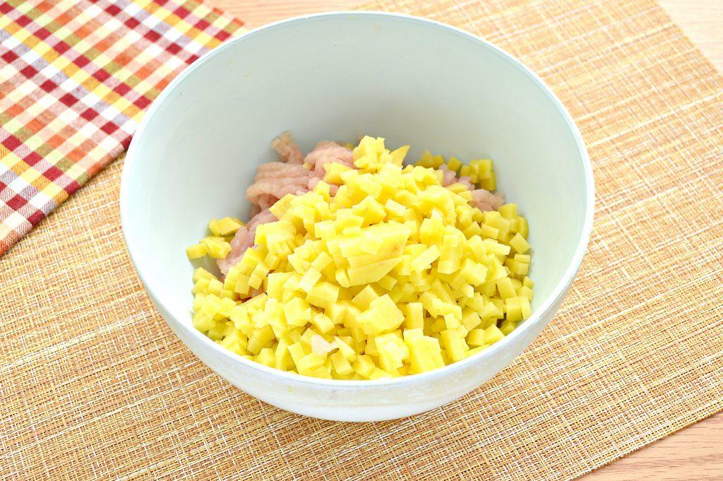 Фото рецепта - Начинка для мантов из курицы и картофеля - шаг 4