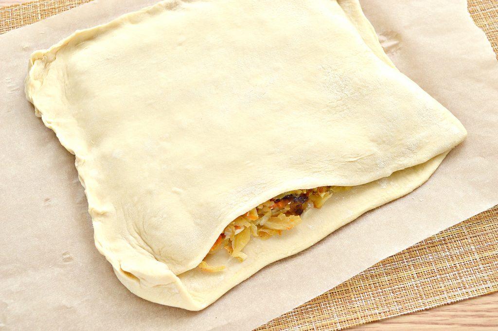 Фото рецепта - Пирог из дрожжевого теста с капустой и яйцом - шаг 4