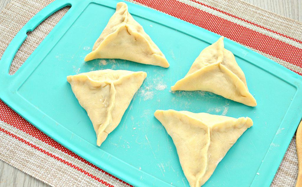 Фото рецепта - Пирожки с капустой и курицей - шаг 5
