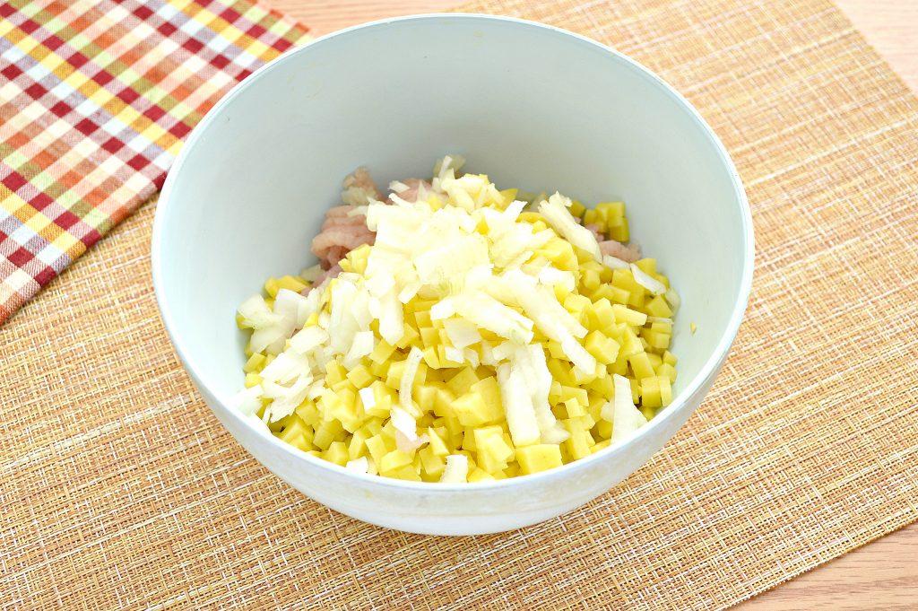 Фото рецепта - Начинка для мантов из курицы и картофеля - шаг 5