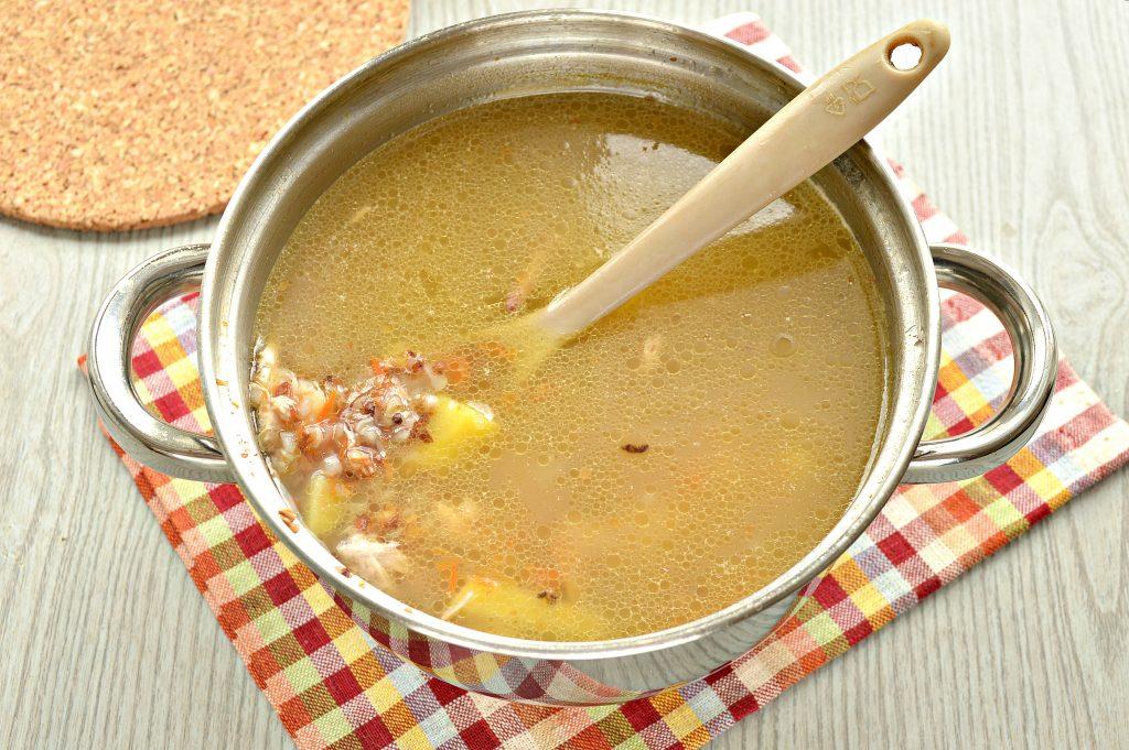 Фото рецепта - Суп с гречкой и цыпленком - шаг 6