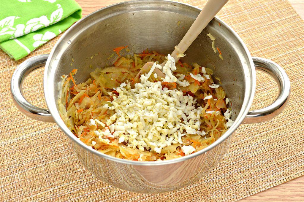 Фото рецепта - Начинка для пирожков с капустой и яйцами - шаг 6