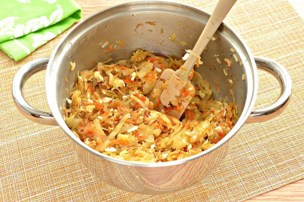 Фото рецепта - Начинка для пирожков с капустой и яйцами - шаг 7