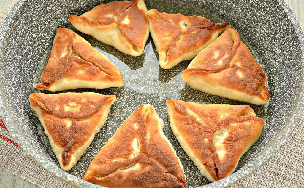 Фото рецепта - Пирожки с капустой и курицей - шаг 7