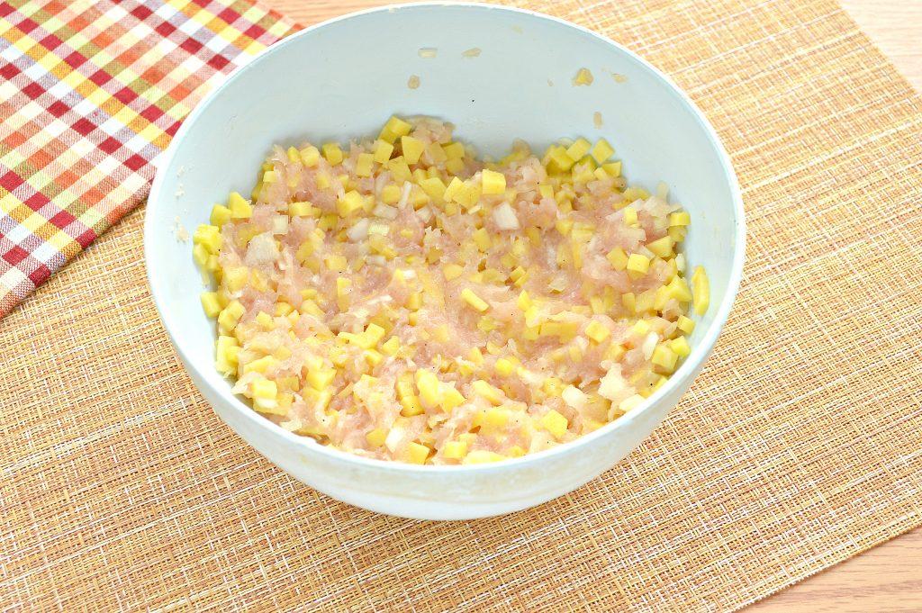 Фото рецепта - Начинка для мантов из курицы и картофеля - шаг 7