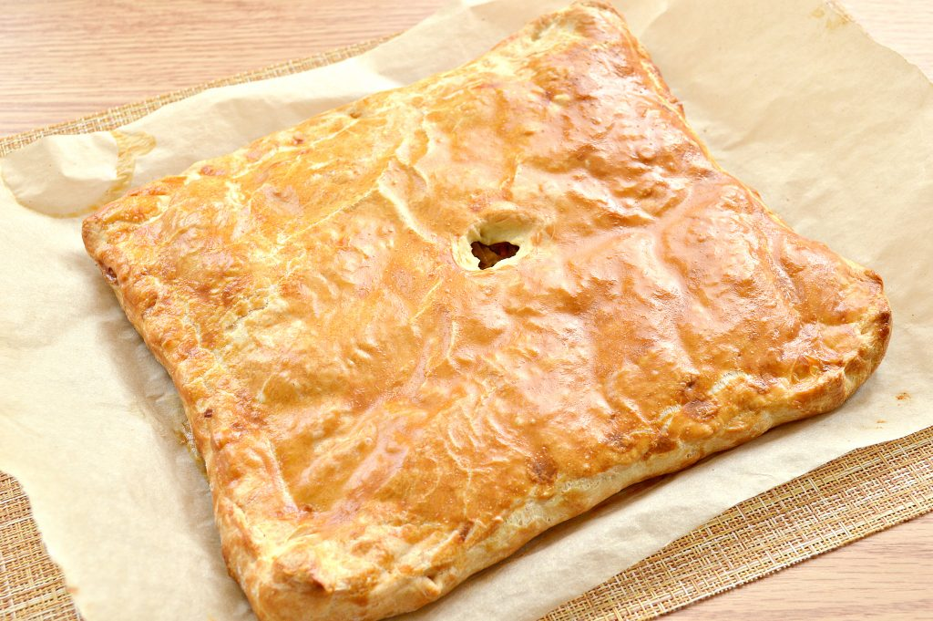 Фото рецепта - Пирог из дрожжевого теста с капустой и яйцом - шаг 7