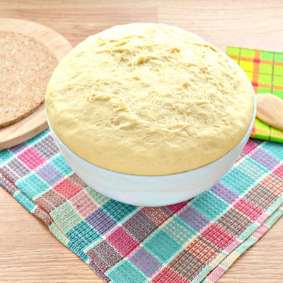 Дрожжевое тесто для курника на молоке - рецепт с фото