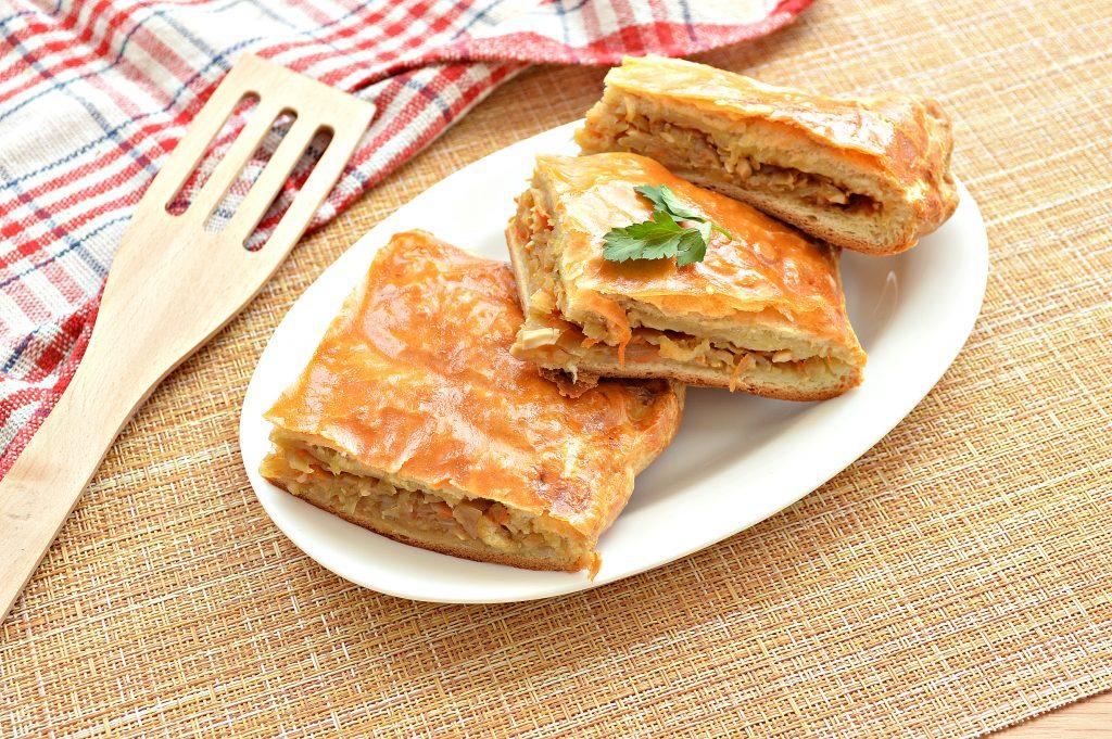 Фото рецепта - Пирог из дрожжевого теста с капустой и яйцом - шаг 8