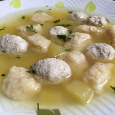 Куриный суп с фрикадельками и сырными клецками - рецепт с фото