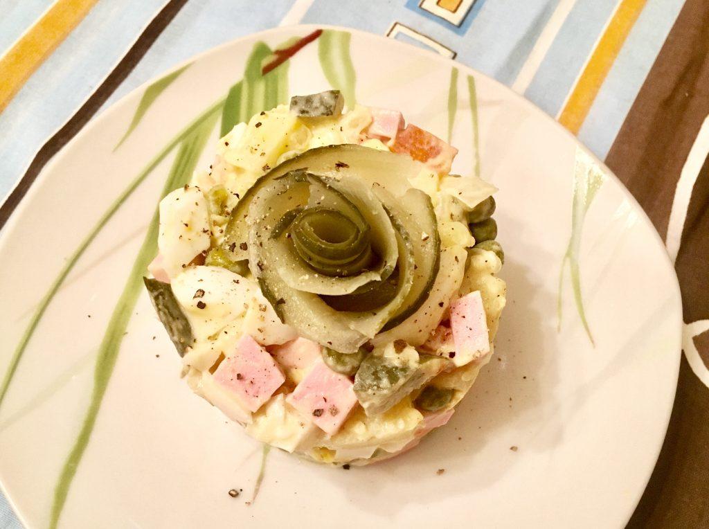 Фото рецепта - Порционный салат Оливье с вареной колбасой - шаг 5