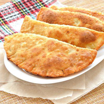 Чебуреки с курицей и сыром - рецепт с фото