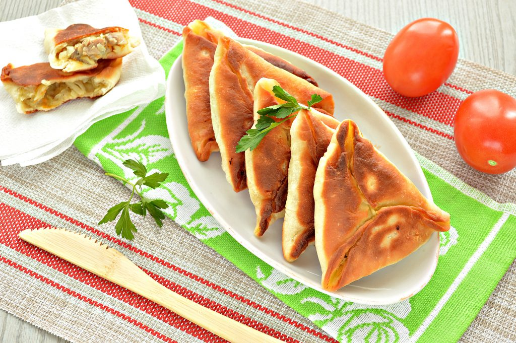 Фото рецепта - Пирожки с капустой и курицей - шаг 9