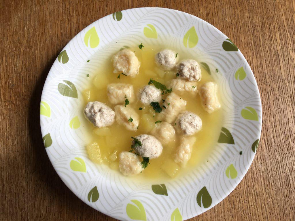 Фото рецепта - Куриный суп с фрикадельками и сырными клецками - шаг 8
