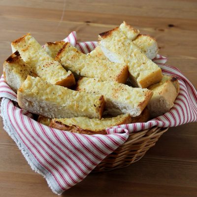 Чесночно-сырные гренки - рецепт с фото