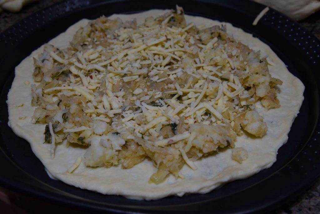 Фото рецепта - Пирог с капустой, сыром и картошкой - шаг 6