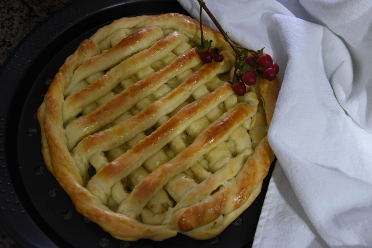 Пирог с капустой, сыром и картошкой