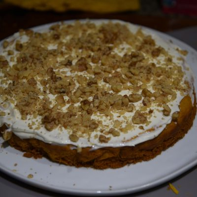 Фото рецепта - Тыквенный торт с грецкими орехами и сырным кремом - шаг 6