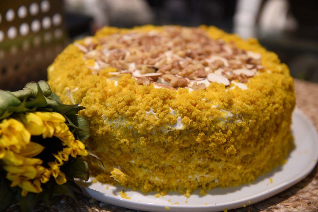 Фото рецепта - Тыквенный торт с грецкими орехами и сырным кремом - шаг 8