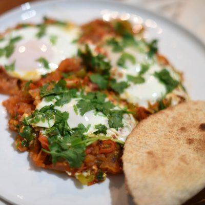 Huevos Rancheros — мексиканский острый завтрак с яичницей - рецепт с фото