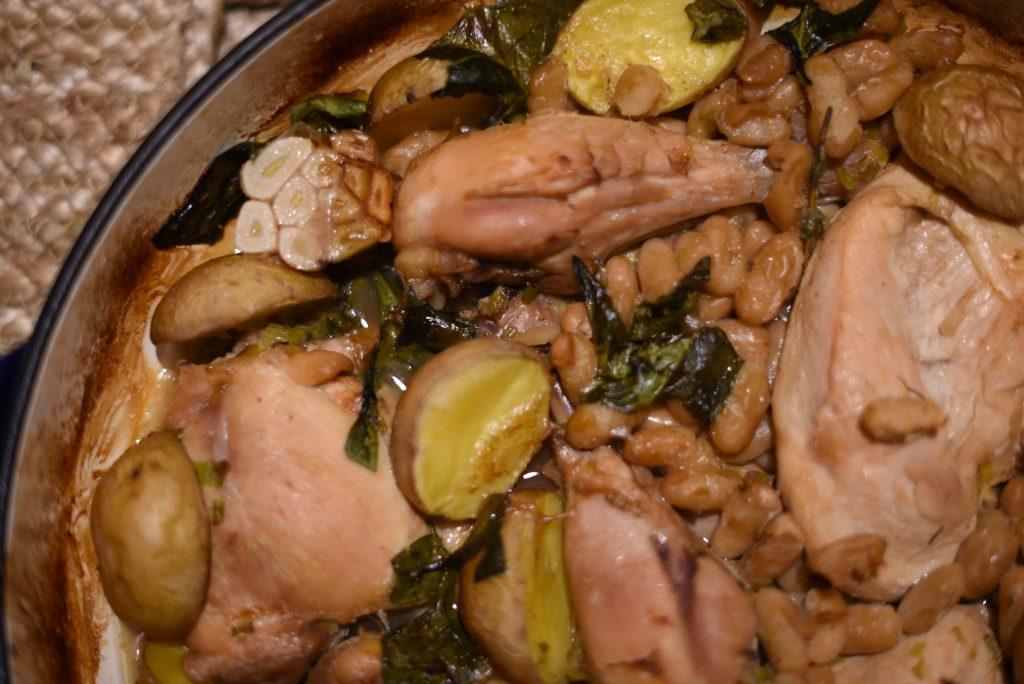Фото рецепта - Курица с белой фасолью и картошкой - шаг 7