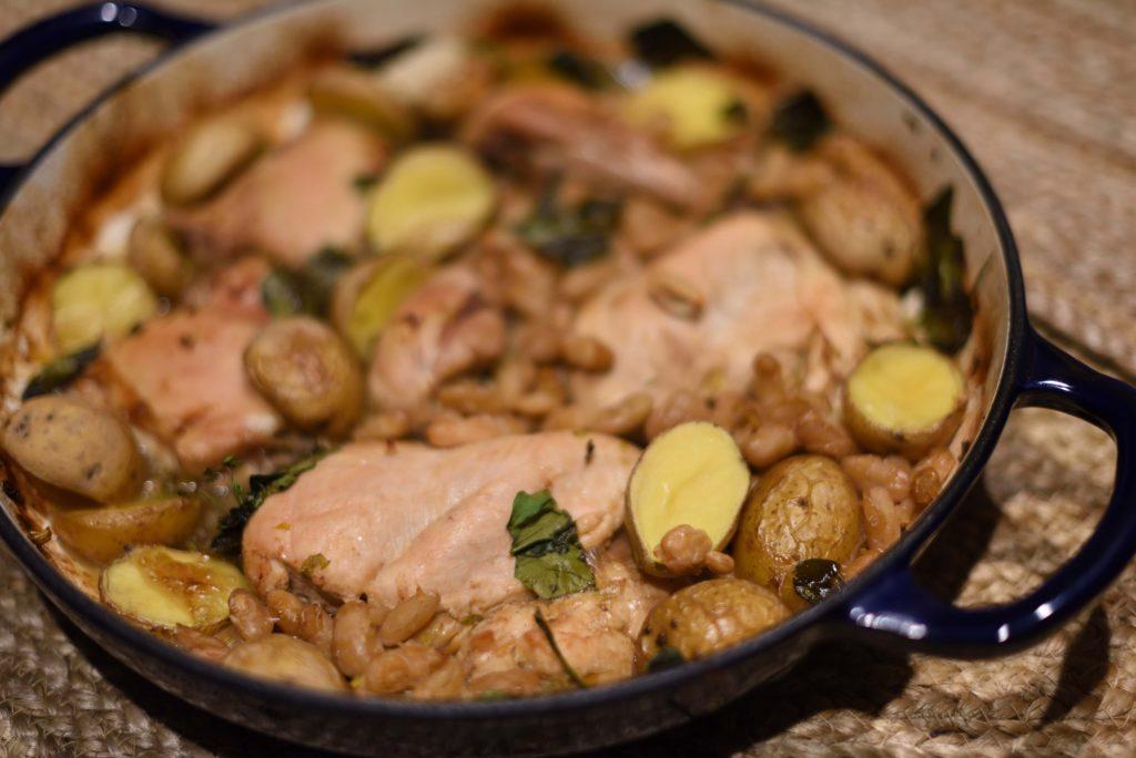 Фото рецепта - Курица с белой фасолью и картошкой - шаг 6