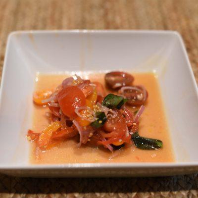 Салат из маринованных томатов с луком шалот - рецепт с фото