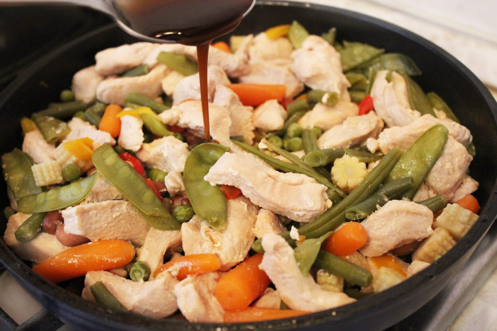 Фото рецепта - Филе индейки, тушеное с овощами - шаг 4