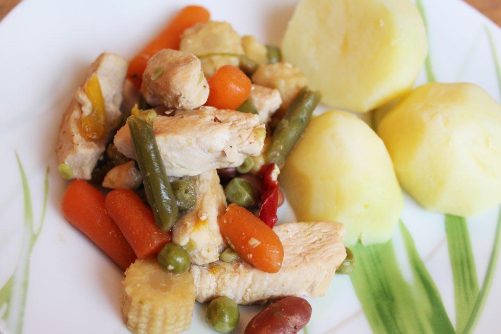 Фото рецепта - Филе индейки, тушеное с овощами - шаг 5