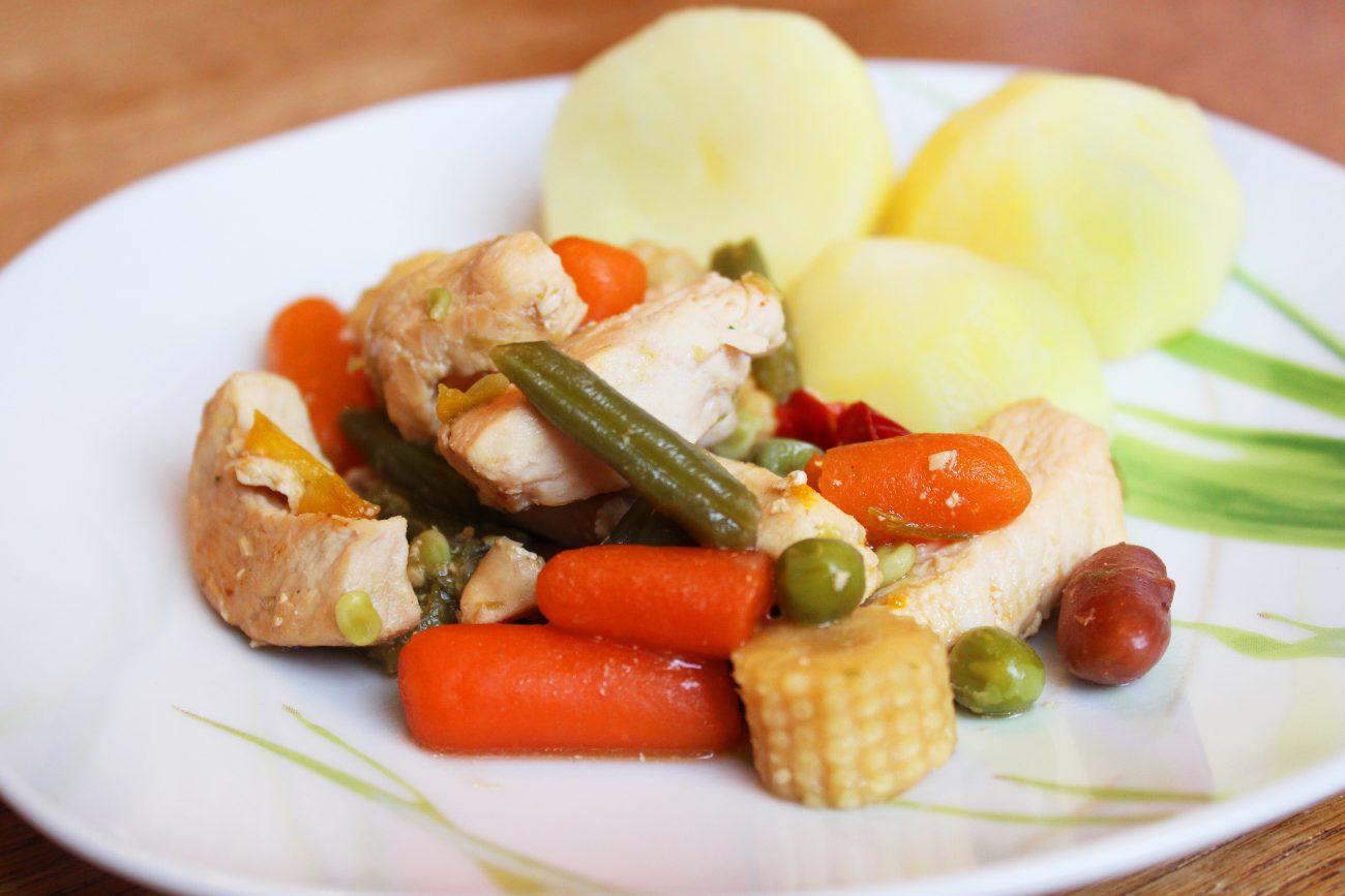 Филе индейки, тушеное с овощами