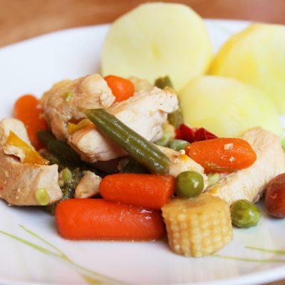 Филе индейки, тушеное с овощами - рецепт с фото