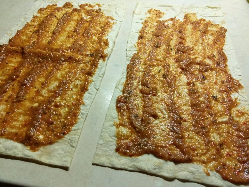 Фото рецепта - Шаурма с сардинами, огурцами и пекинской капустой - шаг 1
