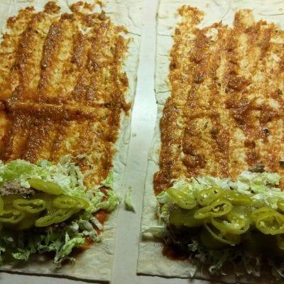 Фото рецепта - Шаурма с сардинами, огурцами и пекинской капустой - шаг 5