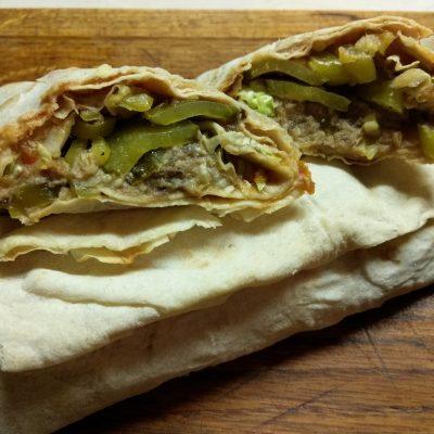 Шаурма с сардинами, огурцами и пекинской капустой - рецепт с фото