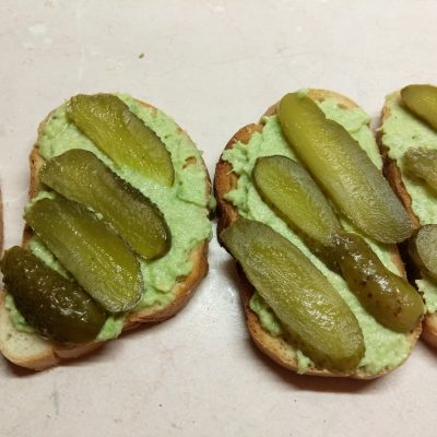 Фото рецепта - Бутерброды с соусом из авокадо и запеченным мясом - шаг 5