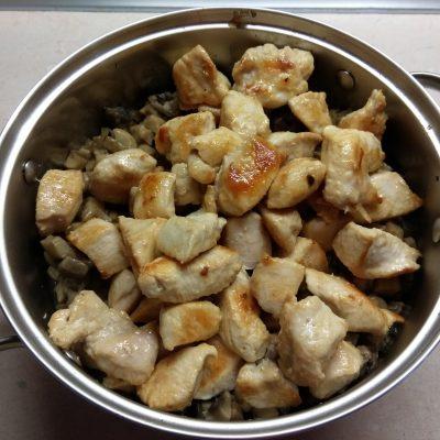 Фото рецепта - Жульен из шампиньонов и куриного филе - шаг 6
