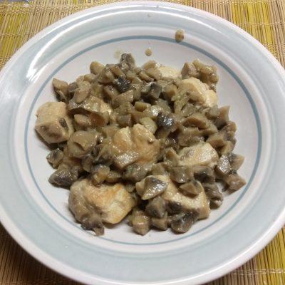 Жульен из шампиньонов и куриного филе - рецепт с фото