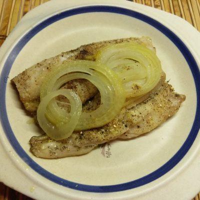 Рыба хек, запеченная в духовке со специями - рецепт с фото