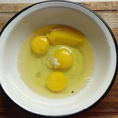Фото рецепта - Запеканка с брокколи и сосисками - шаг 4