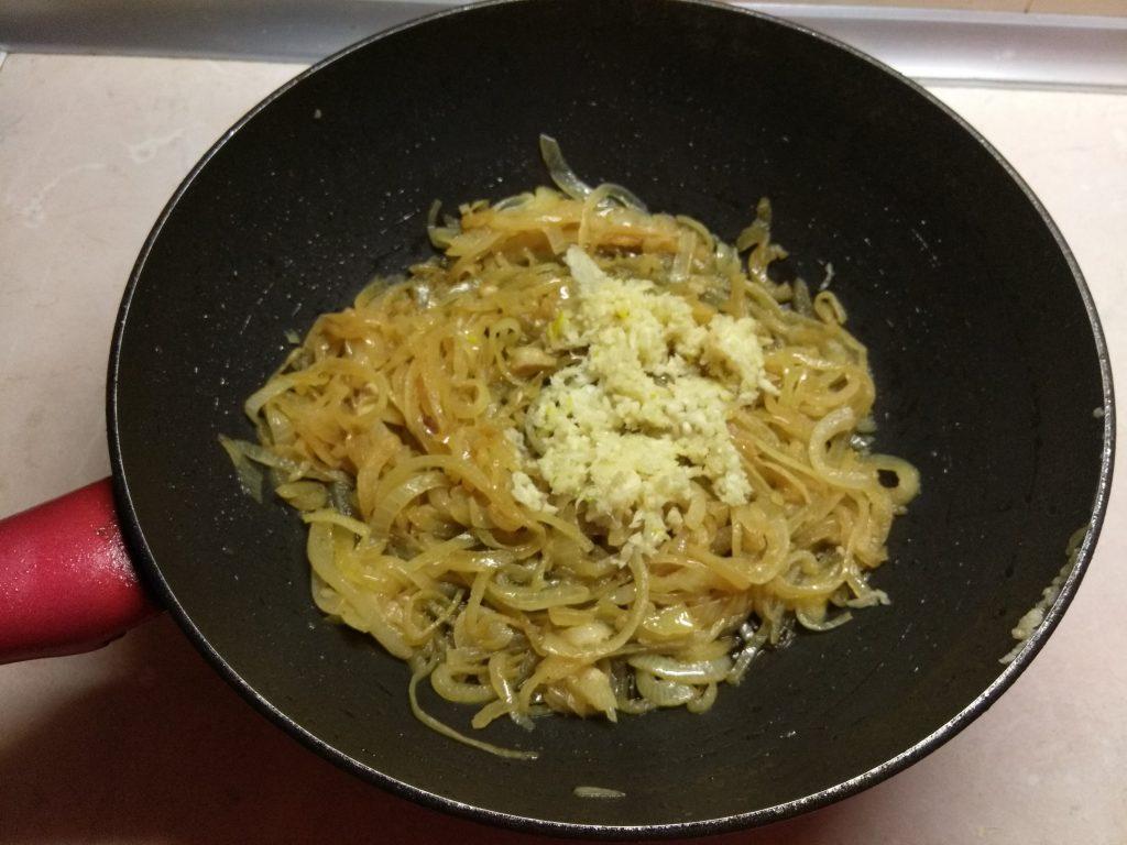 Фото рецепта - Курица, тушенная в томатном соке - шаг 3