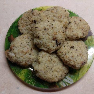 Запеченные рисовые котлеты с консервированными сардинами - рецепт с фото