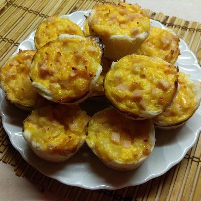 Фото рецепта - Кексы с ананасом и куриным рулетом - шаг 6